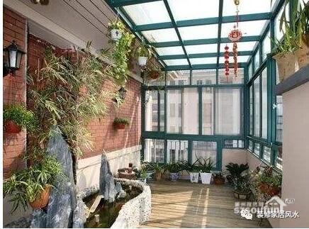老师傅告诫:阳台朝这方向的房子万万不能买,买错小心越住越穷!