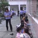 丈夫望风妻子卖淫!绍兴这120多人被抓了!大多数还带着孩子……