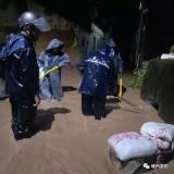 """受台风""""黑格比""""影响,我市各地遭遇强降水,多处路面出现险情……"""