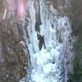 好多人跑来看!嵊州这瀑布结冰简直美爆了..