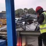 上三高速嵊州浦东家园边突发车祸!台州轿车撞工程车,3人受伤…