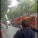 富民街一户人家着火了:
